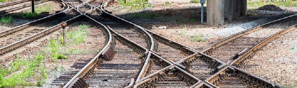 Bilden visar ett spärrjärnvägskors